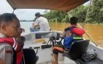 Camat dan Kapolsek Katingan Hilir Ikut Cari Warga Tenggelam di Sungai Katingan