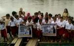 Bhayangkari Polsek Marikit Sosialisasikan Kebersihan Sungai kepada Siswa SD