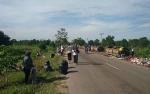 Pemuda dan Kelurahan Ketapang Gotong Royong Bersihkan Sampah Melebur di Jalan Kapten Mulyono