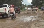 Lalu Lintas di Jalan Gohong-Bahaur Tetap Ramai meski Rusak Parah