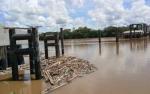 Ini Kronologis Tongkang Menabrak Tiang Pancang Jembatan Tumbang Samba Katingan