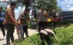 Pantau Pengamanan TPS, Kapolres Kotim Spontan Tolong Anak Kecil Masuk Selokan