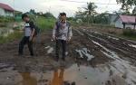 Alat Berat Dinas Pertanian Diduga Sebabkan Kerusakan Jalan Desa Terusan di Kapuas