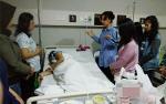 Istri Kapolres Jenguk Mahasiswa Korban Kecelakaan