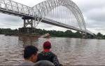 Ketua DPRD Barito Selatan Larang Sementara Tongkang Batubara Lintasi Jembatan Kalahien