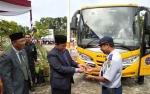 Bupati Serahkan Bus Sekolah Kepada Dishub Pulang Pisau