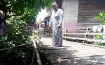 Jembatan Penyeberangan di Kelurahan Lanjas Terancam Ambruk