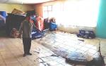 Lantai Ruang Penyimpan Peralatan dan Logistik BPBD Kapuas Ambruk