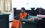 Tersangka Pencuri Ini Jalani Sidang di Atas Kursi Roda