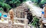 Perbaikan 34 Jembatan Kayu di Gunung Timang Ditargetkan Rampung 2020