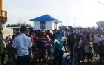 Penumpang KMP Drajat Paciran di Pelabuhan Bahaur Membeludak