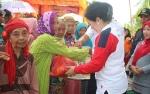 770 Paket Sembako Pasar Murah Ramadan di Desa Batanjung Ludes Terjual