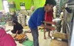Jelang Lebaran Produksi Kue di Kuala Pembuang Meningkat