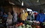 Bupati Kotawaringin Barat ke Pasar Pantau Harga Bahan Pokok