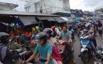 H-1 Idul Fitri, Pengunjung Pasar Pelita Hilir Membludak
