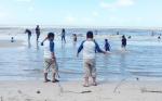 Pantai Anugrah Tetap Ramai Pengunjung di Hari Libur Biasa