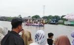 Lomba Perahu Hias Tetap Meriah meski Diguyur Hujan