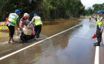 Satlantas Polres Katingan Berjaga di Titik Banjir