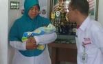 Pasangan Ingin Mengadopsi Bayi Dibuang Orangtua Kian Bertambah