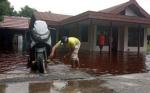 Walau Terdampak Banjir Warga Tetap Bertahan Di Rumahnya