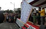 Gubernur Lepas Karnaval Festival Budaya Isen Mulang di Bundaran Besar