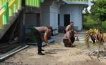 Personel Polres Kapuas Bersihkan Rumah Ibadah