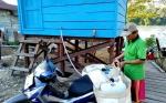 Pemdes Mampuak I Adakan Tong Penampungan Air Bersih
