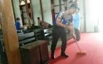 Anggota Polsek Tewah Bakti Religi di Rumah Ibadah