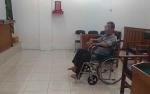 Kakek 71 Penjual Miras Oplosan Dengarkan Vonis dari Kursi Roda
