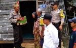 Kapolsek Kapuas Hilir Berikan Tali Asih kepada Warga Kurang Mampu di Handil Basirih