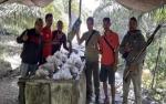 Pekerja Pabrik Miras Kabur saat Digerebek Satpol PP Kotawaringin Barat
