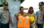 Kapolsek Kapuas Barat Pastikan Kelaikan dan Cek Alat Keselamatan Feri Penyeberangan