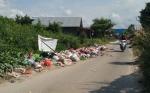 Tumpukan Sampah Meluber hingga ke Badan Jalan DI Panjaitan