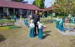 Orang Tua Juga Dampingi Anak TK Masuk Sekolah di Hari Pertama