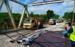Jalan Jembatan Sintang Kembali Diperbaiki