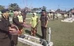 Kejari Kapuas Ziarah ke Taman Makam Pahlawan Peringati Hari Bhakti Adhyaksa