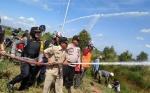 Damkar Gabungan Bersama Unsur Tripika Kapuas Timur Gelar Simulasi Pemadaman Karhutla