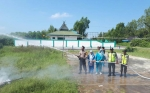 Bhabinkamtibmas Sungai Undang Boyong Linmas Pemadaman Api