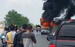 Bus Terbakar di Jalan Layang Tumbang Nusa Bawa Personel Kepolisian