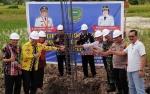 Edy Pratowo Meletakkan Batu Pertama Pembangunan GOR di Pulang Pisau