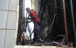 Akibat Sampah, Bangunan Bank Mandiri Nyaris Terbakar