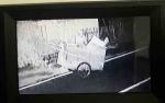 Beraksi Malam Hari, Pemulung Ambil Barang Milik Warga Terekam CCTV