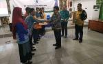 Plh Sekda Pulang Pisau Serahkan Bantuan Komputer Dukungan Perpustakaan Desa