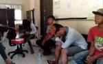 Satpol PP Amankan 5 Remaja Asyik Mabuk Lem di Lahan Kosong