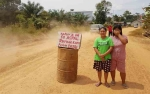 Bupati Kotawaringin Barat Respon Keluhan Warga Kelurahan Pangkut Soal Jalan Berdebu