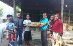 Warga Barito Timur Terima Paket Bantuan Ayam Kampung Unggul