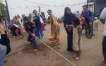 Panjat Pinang dan Tarik Tambang Semarakkan Kawasan Taman Religi Kasongan