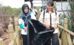 Hari Konservasi Alam Nasional Diwarnai Aksi Pungut Sampah