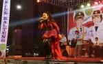 Fitri Carlina Meriahkan Malam Hiburan Rakyat di Pulang Pisau