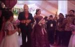 Pasangan Jery - Natasha Masuki Tenda VIP Usai Sapa Tamu Undangan di Pendopo